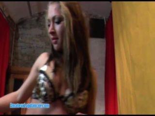 Sexy lapdancer adolescente obtiene dedos y monta polla grande durante su casting