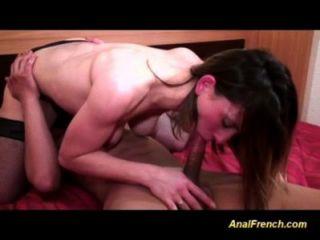 Adolescente francés es bueno en mamada y anal