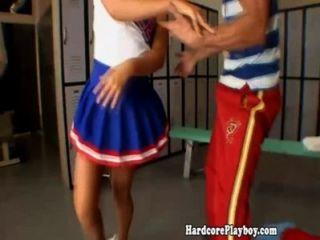 Flexible cheerleader folla y chupa