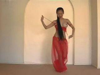 Bella danza del vientre tailandesa