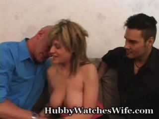 Esposa está tan feliz de tener esposo ver a su mierda otro