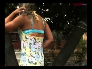 Rubia rubia italiana follada por dos hombres cachondos