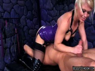 Ash hollywood y lanza hart femdom cbt fucking castración