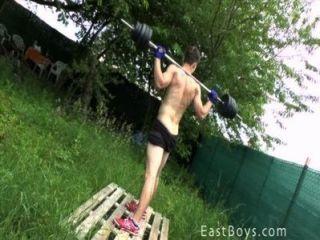 Músculo, niño, al aire libre, entrenamiento, ducha