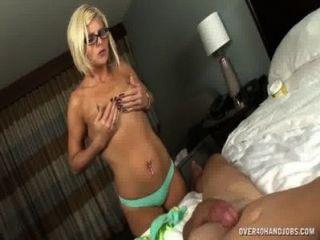 Desnuda milf con cuerpo sexy sacude de su marido