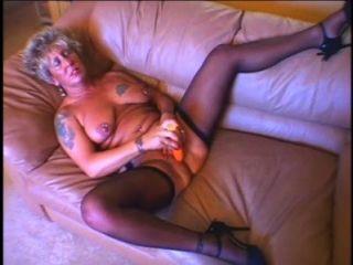 Caliente sexy abuela se masturba y se follan antes de una gran carga