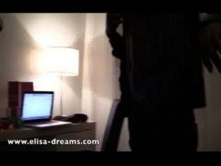 Desnuda y puta con 2 amantes negros en un hotel