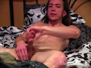 Musculoso masturbándose