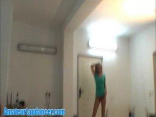 Lapdance con un montón de cara golpeando a la chica mala