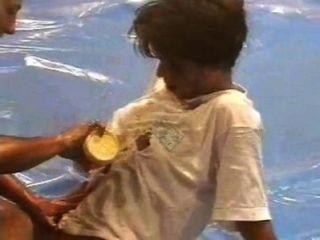 Dww lucha de aceite desnudo gabriella vs wanda
