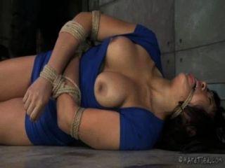 Grueso asiático en cuerda bondage
