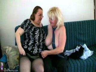 Oldnanny madura con grandes tetas masturbarse con abuelita gordita juntos