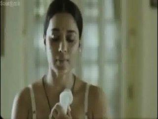 Caliente bangali actriz vestir cambio en frente de su tío