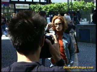 Chica de músculo magro alemán fuck anal