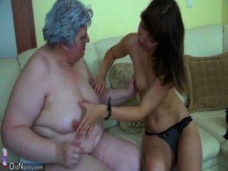 Abuelita gorda grande con una linda chica