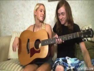 Caliente adolescente rubia jacks de un gran dick