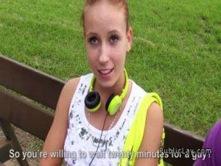 Euro marrón cabello adolescente gangbang follada al aire libre