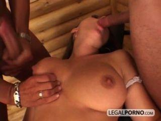 Chica sexy con tetas grandes toma una corrida facial de dos pollas enormes hc 3 02