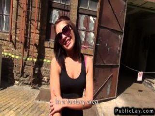 Húngaro aficionado a la mierda en la fábrica