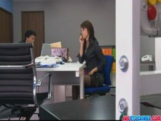 Hojo toying su coño durante una reunión de oficina