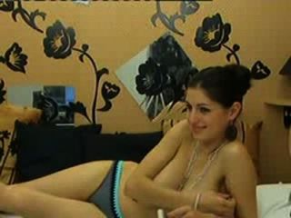 Novia sexy muestra sus enormes senos naturales en la cámara