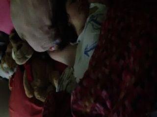 Hermana dormida a tientas
