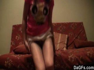 Adolescente rusa le encanta mostrar su culo en la webcam