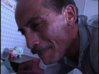 Hombre sucio huele babes bragas mientras jerking fuera entonces él llega a follar su 480p