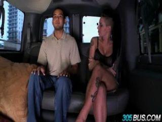 Christy mack folla un par de tipos en el 305bus 3.4