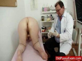 Enema gramatical lanoso durante un examen médico