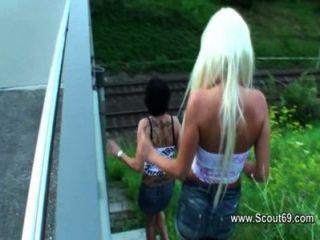 Alemán y suizo adolescente aficionado beim anal dreier