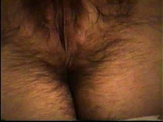 Esposa se masturba su coño peludo caliente (orgasmo al final)