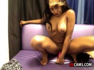 Ebony toying y creaming sexo de las cámaras en vivo