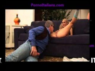 Giovane biondina succhi cazzo grosso maturo orgasmi italiani