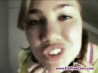 Chica adolescente fue sorprendida charlando en webcam por su madre fckfreecams.com