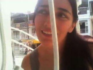 Bella colombiana squirts en su balcon
