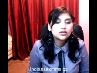 Muchacha caliente de la universidad en la webcam va desnuda