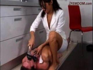 Diosa rusa pisotear esclavo