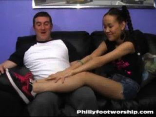Culto asiático del pie de la muchacha en phillyfootworship.com