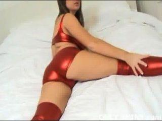 Cate que se burla en nada pero la ropa interior roja brillante del pvc