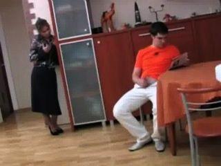 Madrastra rusa folla a su hijo p 1