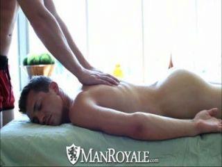 Manroyale sensual se convierte en sexo caliente