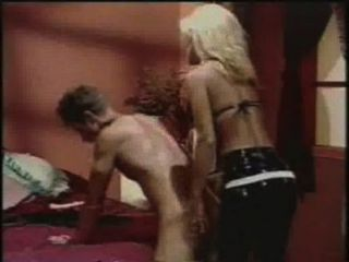 Anal anal jill kelly strapon folla a un tipo con un consolador