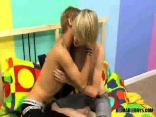 Chupar y joder a los chicos gay