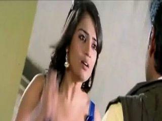 Kannada actriz nikitha hot cleavage en vestido azul