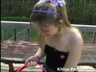 Inocente 18 años de caza de gatito para los huevos de Pascua