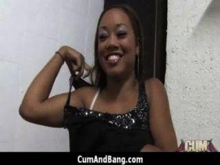 Chica de ébano es golpeado por algunos tipos blancos 13