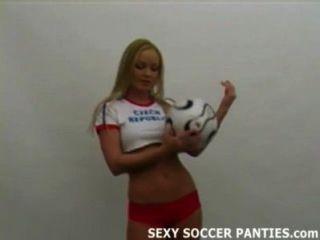 Ardiente de fútbol caliente checa chica stripping