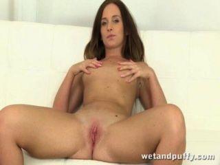 Closeup inserción anal y coño gape