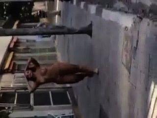 Travesti gostosa nua en la calle